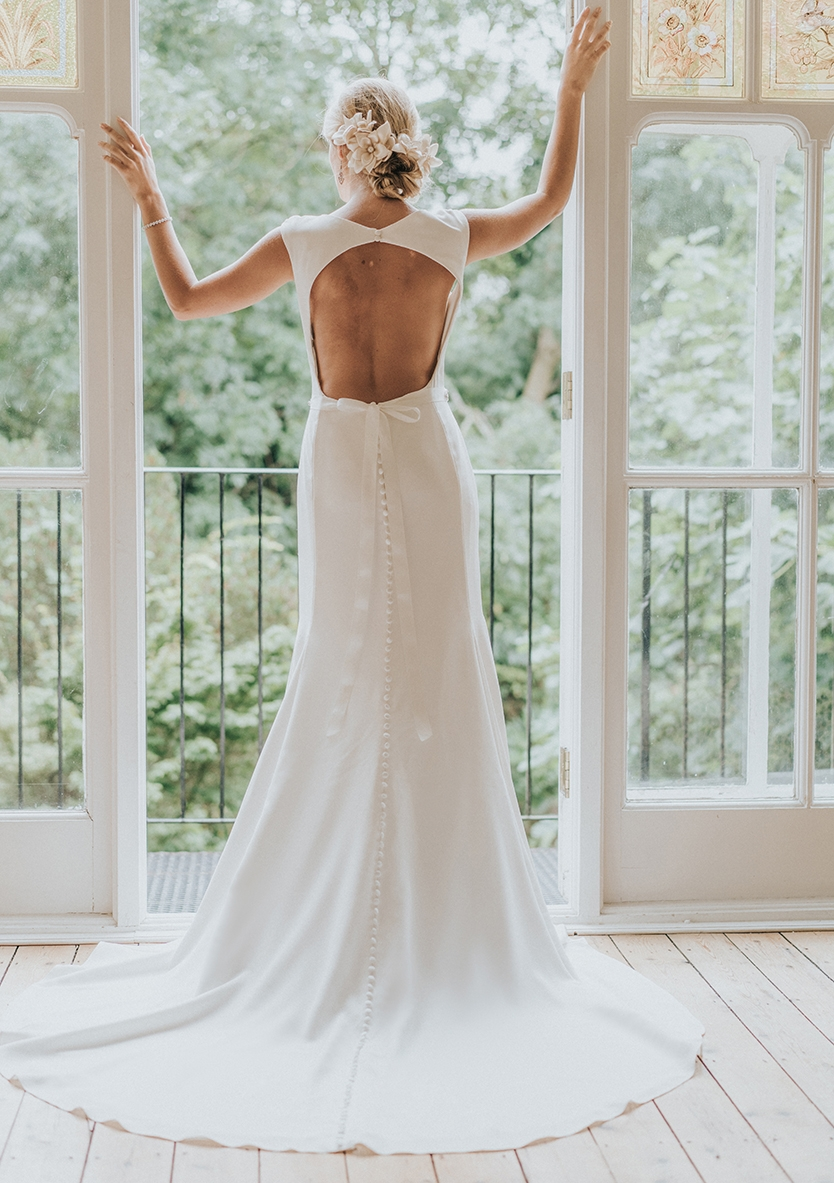 Leigh WR1028 - The Bridal Box